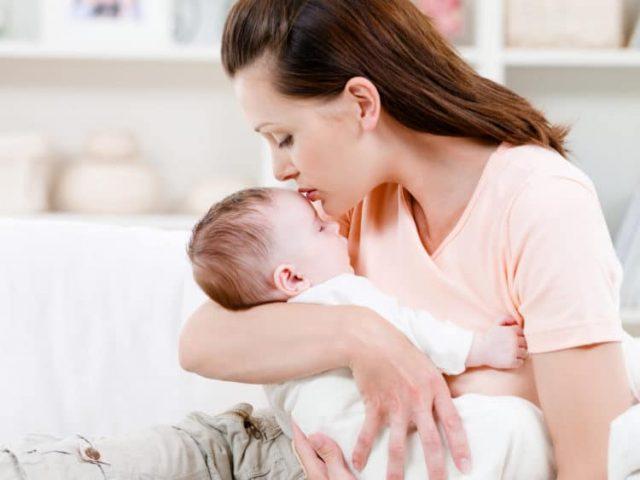 Hướng dẫn mẹ cách bế trẻ sơ sinh đúng chuẩn, bảo vệ hệ xương an toàn