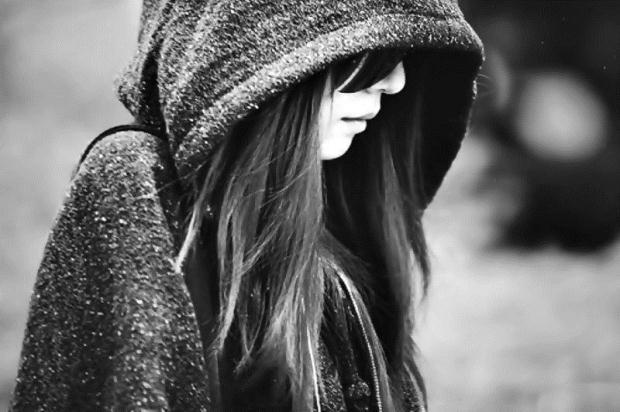 hình ảnh buồn cô đơn của con gái