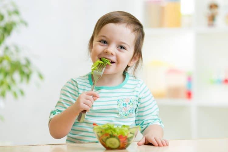 tiêm chủng cho trẻ