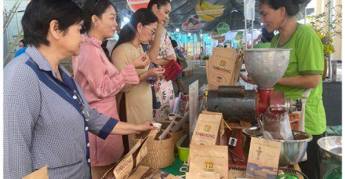 Chợ phiên đặc biệt thu hút sự quan tâm mạnh mẽ của chị em nội trợ