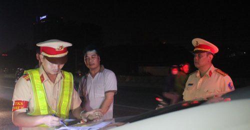 CSGT Đồng Nai phát hiện 2 xe khách chở quá số người quy định