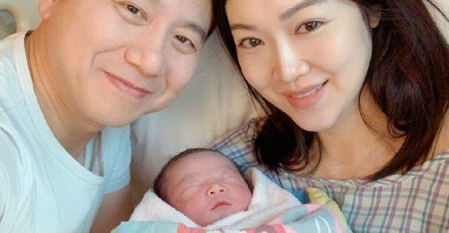 Hoa hậu tai tiếng Hong Kong Diệp Thúy Thúy sinh con thứ 3 khiến dư luận xôn xao